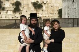 israel_orthodox_jew_family_800px_shutterstock_54606043